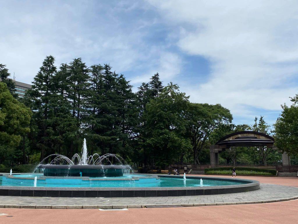 日比谷公園の噴水と小音楽堂