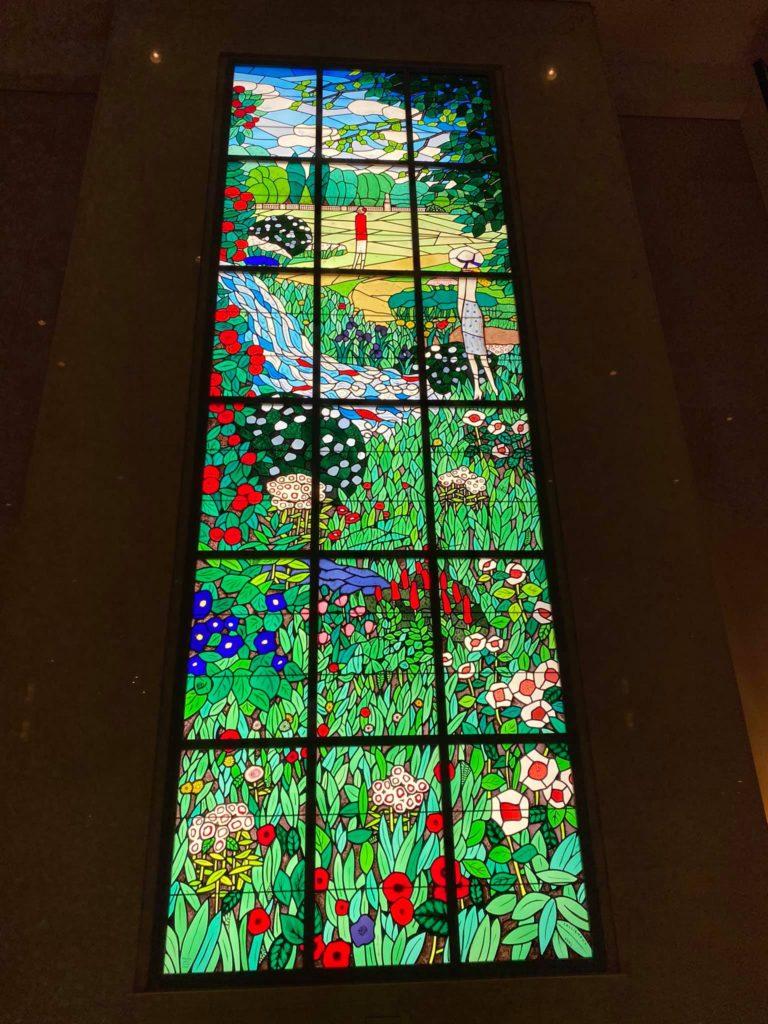 品川プリンスホテルロビーのステンドグラス