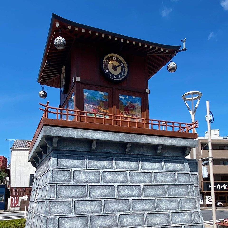 成田駅前モニュメント